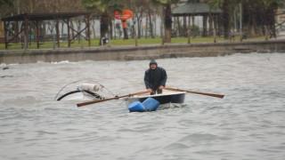 Kocaeli'de şiddetli fırtınada balıkçı teknesi battı