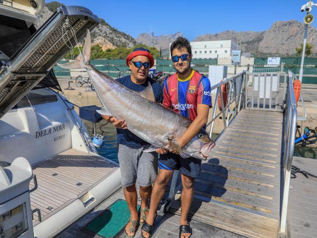 Baba Oğul, Oltayla 1.6 Metrelik Balık Yakaladı